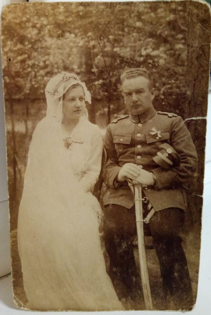 Małgorzata i Stanisław Lamparscy w dniu ślubu.   Zdjęcie z archiwum rodzinnego dr. Marka Lamparskiego.