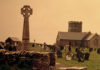 Ponad klifem w Tintagel góruje celtycki krzyż. Fot. K. Konecka