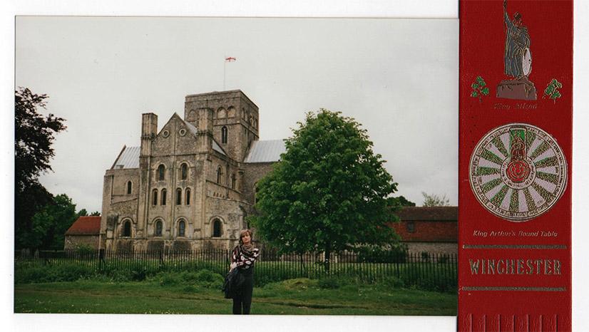 Winchester. Fragment Great Hall, gdzie znajduje się Okrągły Stół króla Artura i motyw na zakładce. Fot. Ewa Sherman