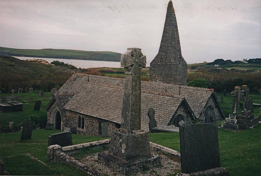 Kornwalijski kościółek St. Enodoc zasypany od blisko dwustu lat. Fot. K. Konecka
